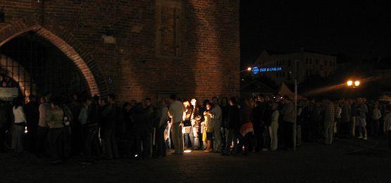 Noc muzeów zwykle przyciąga tłumy, czy tak samo będzie w tym roku? Na zdjęciu: kolejka chętnych do zwiedzenia Muzeum Bursztynu w Gdańsku.
