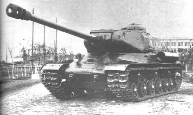 Czołg radzieckiej produkcji IS-2.