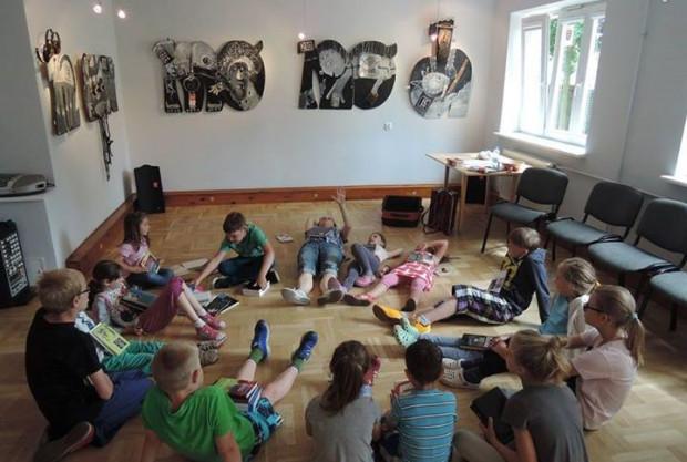 W Domu Kultury Wyspa Skarbów do końca lipca trwają zajęcia dla dzieci Akcja Lato. Tu podczas zajęć wokalnych.