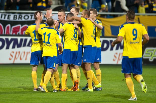 Trzy gole Marcusa (nr 8) oraz bramka Pawła Abbotta (nr 9) dały Arce trzecie zwycięstwo z rzędu i awans na pozycję lidera I ligi.