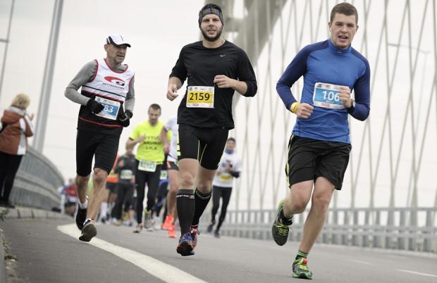 W zeszłym roku dystans 21,0975 km pokonało blisko 2 tysiące osób. W niedzielę tej sztuki chce dokonać dwa razy więcej uczestników półmaratonu.