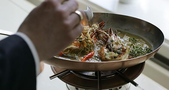Kucharze przekonują, że owoce morza pasują na święta nie gorzej niż np. uszka z grzybami.
