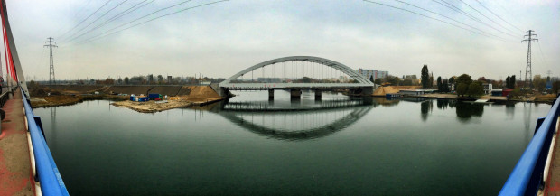 Nowy most kolejowy nad Martwą Wisłą.
