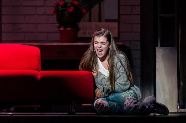 Dla Mai Gadzińskiej rola Molly jest pierwszym tak dużym wyzwaniem w Teatrze Muzycznym. Aktorka prezentuje się doskonale wokalnie, choć w jej aktorstwie tkwią jeszcze duże rezerwy.