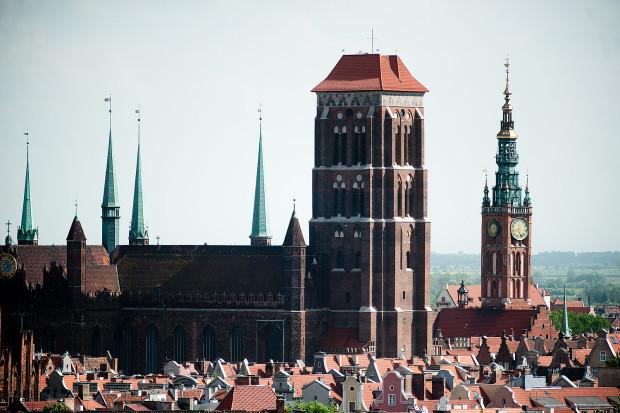 """Bazylika Mariacka i Ratusz Głównego Miasta, to tylko dwa z 700 zabytków, które znajdą się w """"Atlasie architektury Gdańska""""."""