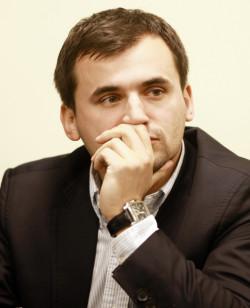 Marcin Dubieniecki, adwokat, biznesmen, zięć nieżyjącego prezydenta RP Lecha Kaczyńskiego. Do 21 listopada przebywa w areszcie, ponieważ został oskarżony o milionowe wyłudzenia, pranie brudnych pieniędzy i kierowanie grupą przestępczą. Zapewnia, że jest niewinny i zgadza się na publikację swojego wizerunku.
