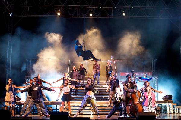 """""""Metro"""" to jedyny polski musical, który trafił na Broadway. Zawrotnej kariery tam nie zrobił, ale opowieść o młodych ludziach, szukających swojego miejsca w świecie jest ponadczasowa. Do Ergo Areny """"Metro"""" zawita 6 lutego."""