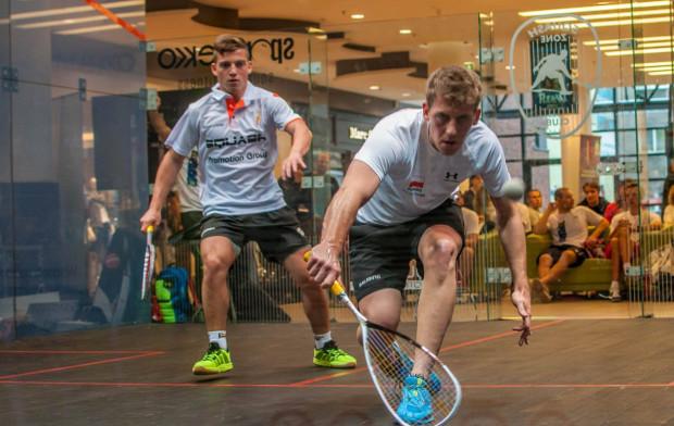 Squash to prosty, ale bardzo energiczny sport. Od czwartku do niedzieli będzie można bezpłatnie potrenować korzystając z przeszklonego kortu w Galerii Bałtyckiej.
