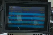 W słoneczny dzień informacje na tablicach ZTM-u są mało czytelne.