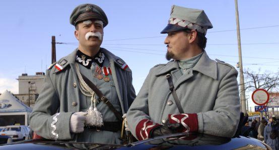 Sumiaste wąsy i charakterystyczne przebranie - na tegorocznym święcie niepodległości nie zabraknie marszałka Józefa Piłsudskiego.