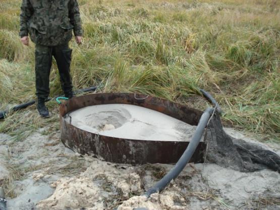 Znalezione obrazy dla zapytania Nielegalne wydobycie bursztynu na Stogach