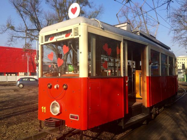 W rolę walentynkowego tramwaju wcieli się zabytkowy Konstal N z początku lat 50.
