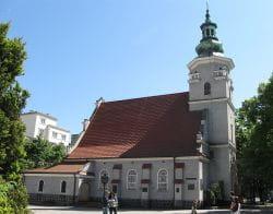 Kościół pw. Najświętszej Maryi Panny Królowej Polski przy ul. Świętojańskiej. Pierwszy kościół zbudowany w rodzącym się mieście w latach 1922-1924.