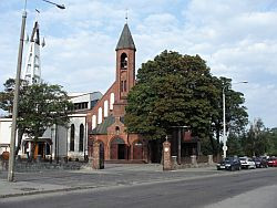 Kościół pw. Św. Mikołaja w Chyloni, którego najstarsze fragmenty pochodzą z XIV wieku.