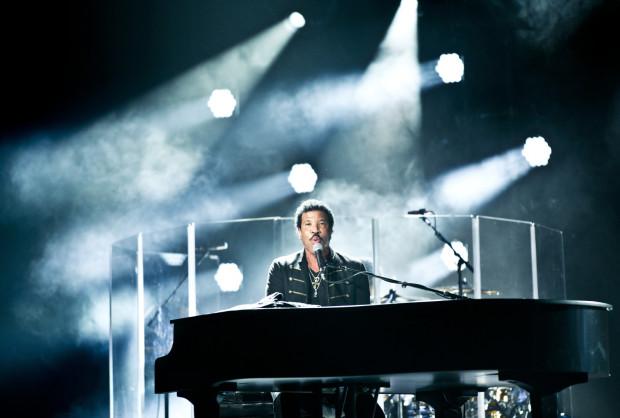 Lionel Richie występował w Polsce dotąd dwa razy, w tym w 1999 r. w Sopocie.