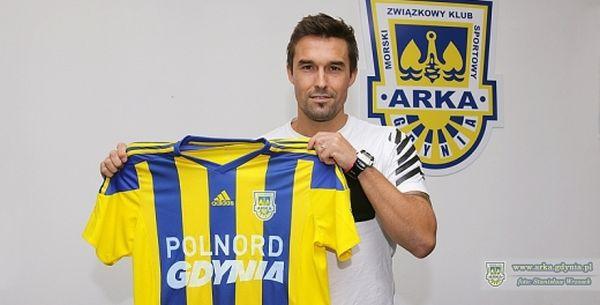 Gaston Sangoy zyskał sławę w lidze cypryjskiej, grał również w hiszpańskiej Primera Division. Teraz pomoże Arce w walce o awans do ekstraklasy.