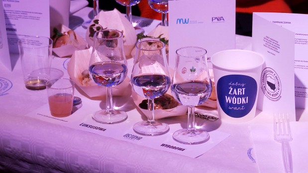 Trzy polskie wódki i trzy zakąski - obowiązkowy zestaw każdego uczestnika wtorkowej degustacji.