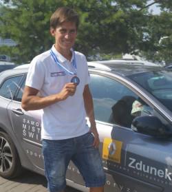 Piotr Myszka jest aktualnym żeglarskim mistrzem świata w klasie RS:X.