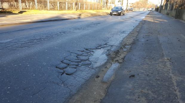 Wykonawca prac na ul. Sobieskiego zabierze się za najbardziej zniszczony fragment jezdni.