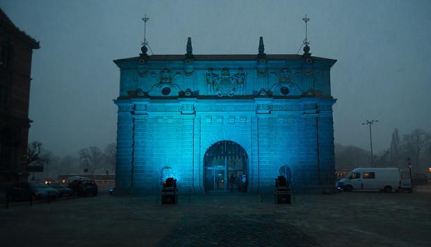 Rok temu na niebiesko oświetlona była m.in. Brama Wyżynna.