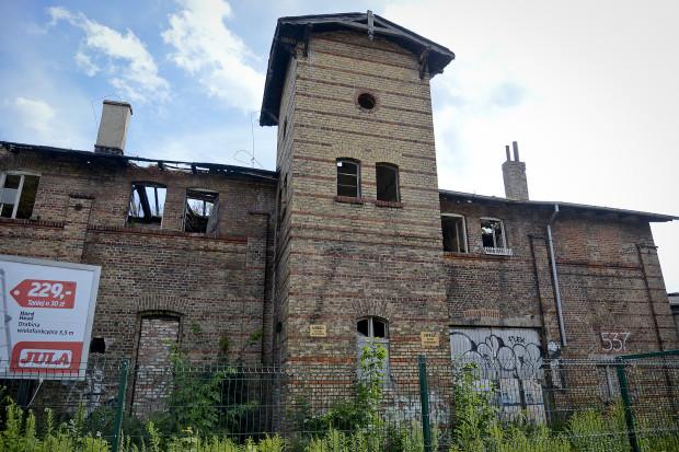 Stan budynków jest opłakany. Ale nie ma mowy o wykreśleniu ich z rejestru zabytków.