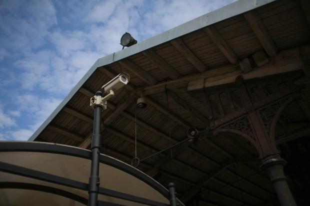 Po starym monitoringu w niektórych miejscach zostały kamery.