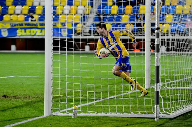Arkadiusz Aleksander w sezonie 2012/13 zdobył dla Arki 12 goli. Teraz ma już tyle po 25 kolejkach i wraz z Pawłem Abbottem jest wiceliderem klasyfikacji najskuteczniejszych w I lidze.