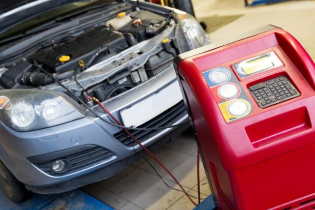 Serwis klimatyzacji samochodowej.