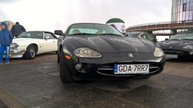 Jaguar XK, jeden z uczestników weekendowego rajdu.