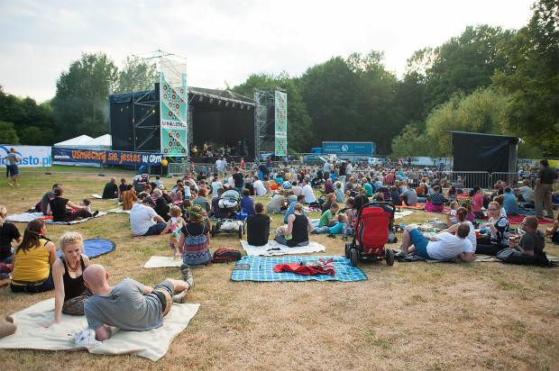 Globaltica to rodzinny festiwal, na którym posłuchamy muzyki folkowej z różnych zakątków świata.