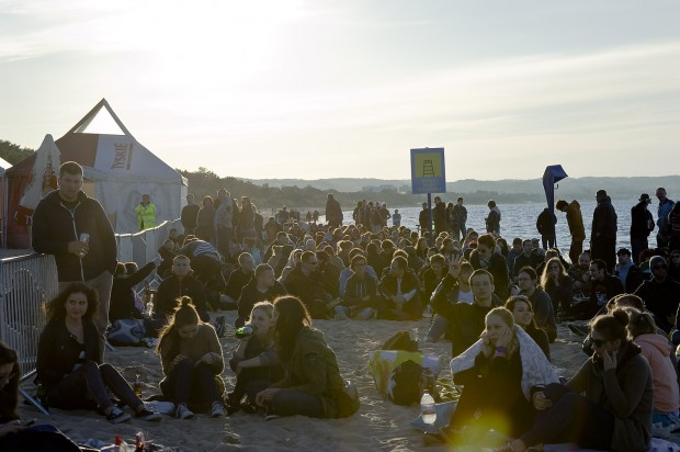 Fląder to festiwal o wyjątkowej atmosferze. Scena ustawiona jest bowiem na plaży w Brzeźnie.