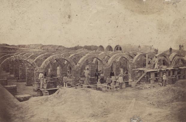 """Zdjęcie dokumentujące budowę """"Starej Oruni"""". Rok 1869"""