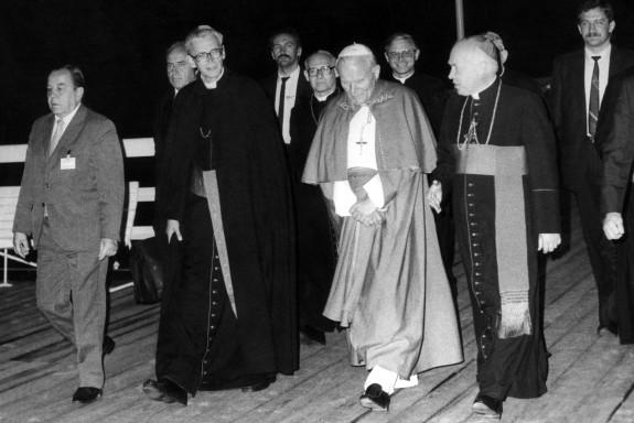 Czerwiec 1987 roku - Tadeusz Gocłowski z papieżem Janem Pawłem II.