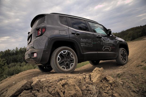 """Jeep Renegade Trailhawk wygląda niepozornie, ale w terenie zawstydzi niejedną """"terenówkę""""."""