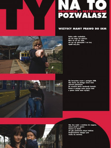 Takimi plakatami członkowie fundacji chcą zwrócić uwagę na problem dostępności pociągów SKM.