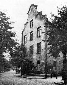 Zdjęcie domu pod adresem Lastadie 19, gdzie w 1768 r. urodził się Johannes Daniel Falk (fotografia wykonana między 1926 a 1944). Budynek obecnie nie istnieje.