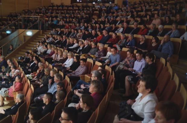 Koncert jubileuszowy Orkiestry Vita Activa przyciągnął komplet publiczności do Polskiej Filharmonii Bałtyckiej.