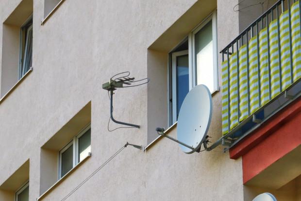 Anteny cyfrowej telewizji naziemnej to obok anten satelitarnych są najchętniej montowane na blokach. Z ich montażem nie wiążą się żadne opłaty abonamentowe.