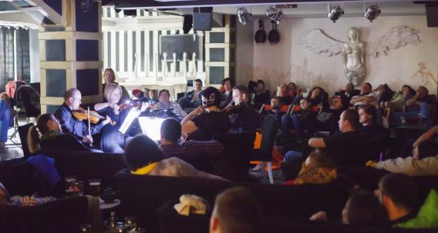 Wariacji Goldbergowskich w transkrypcji na kwartet smyczkowy posłuchamy 2 czerwca o godz. 18 w Filharmonii Baltyckiej. Koncert będzie miał charakter zbliżony do Chillout Classic. Zostanie zmieniony układ sceny, światło będzie przygaszone, a słuchacze będą mogli wygodnie rozłożyć się na przygotowanych leżakach.
