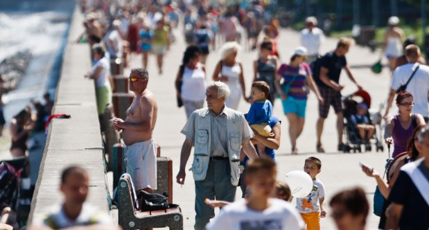 W każdy cieplejszy wolny dzień na bulwarze pojawiają się tłumy spacerowiczów.