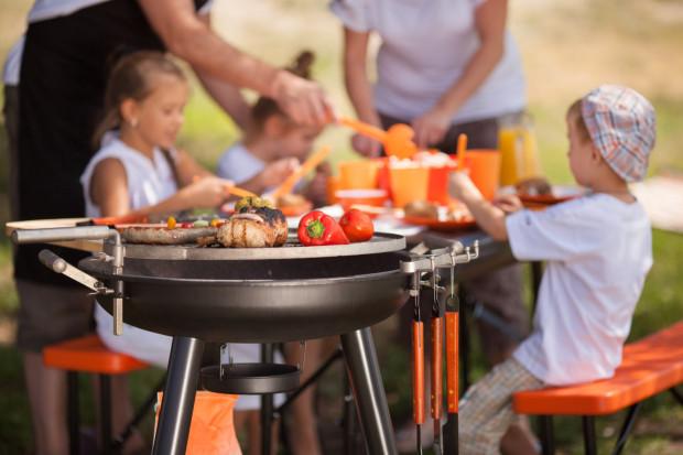 Wybranie pikniku rodzinnego, zamiast imprezy na Dzień Dziecka wydaje się bezpieczniejsze i nie wyklucza osób, które nie mają dzieci.