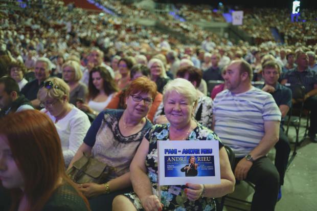 Na widowni można było dostrzec wiernych fanów Andre Rieu jak i osoby, które uczestniczyły w jego koncercie po raz pierwszy. Obie te grupy bawiły się znakomicie.