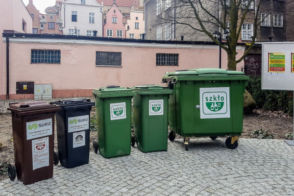 Miasto chce nadwyżkę z opłat - 42 mln zł - ewentualnie przeznaczyć na nowy system segregacji na sześć frakcji, który zapowiada rząd.