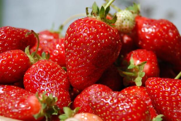 Truskawki to prawdziwa bomba witaminowa. Z tych pięknych owoców mogą skorzystać nie tylko nasze zmysły, ale także zdrowie i uroda.