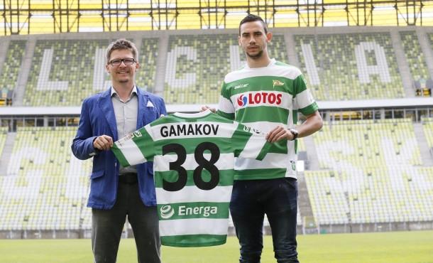 Milen Gamakov i dyrektor zarządzający Lechii Maciej Bałaziński tuż po podpisaniu kontraktu.