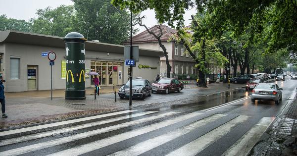 Niewielki postój taksówek przy ul. Kościuszki w Sopocie. Turyści nie wiedzą o jego istnieniu.
