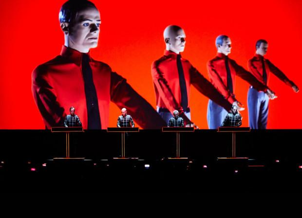 Koncert Karftwerk to gratka dla fanów elektroniki. Niemieccy weterani wystąpią 29 lipca w Operze Leśnej.