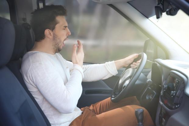 Zmęczenie za kierownicą bywa bardzo niebezpieczne.