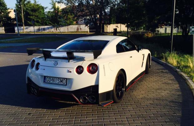 Nissan GT-R Nismo to prawdopodobnie najpopularniejszy samochód z indywidualnymi tablicami jeżdżący po Trójmieście.