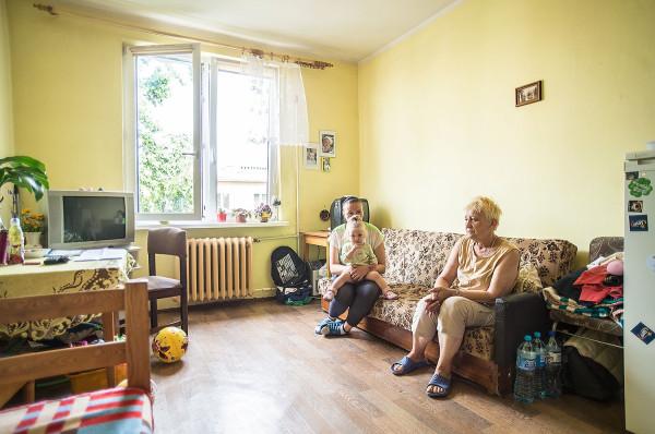 70-letnia Jadwiga Musiał straciła własne mieszkanie i od blisko trzech lat jest w Centrum Treningu Umiejętności Społecznych w Nowym Porcie. Odwiedza ją narzeczona syna z dzieckiem.